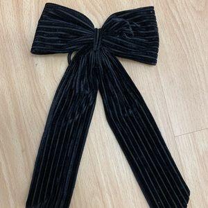 Velvet bow with hair tie